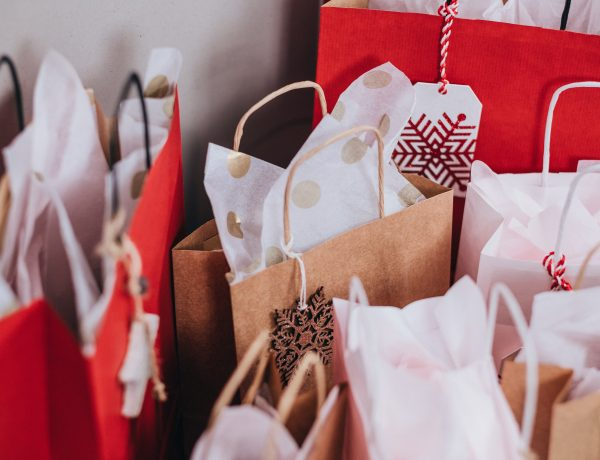 Shopping bags to illustrate mantras to stop impulse buying